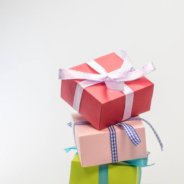 anniversary-birthday-bow-box-264985